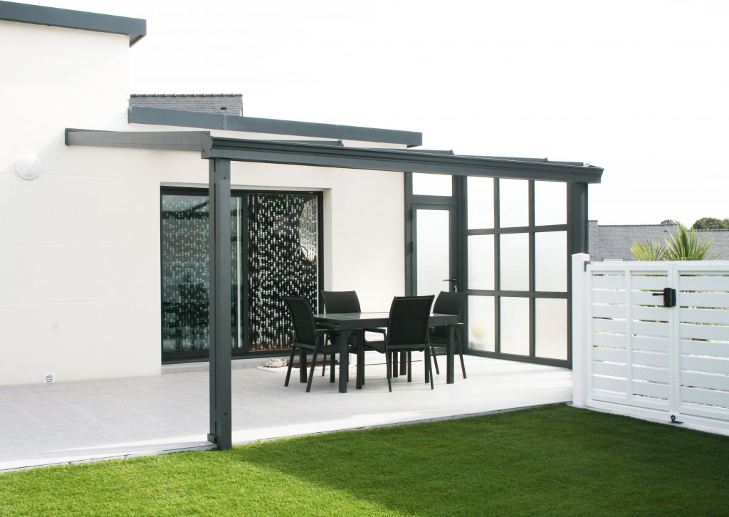pergola aluminium auvent et sas d 39 entr e am nagement par v randaline. Black Bedroom Furniture Sets. Home Design Ideas